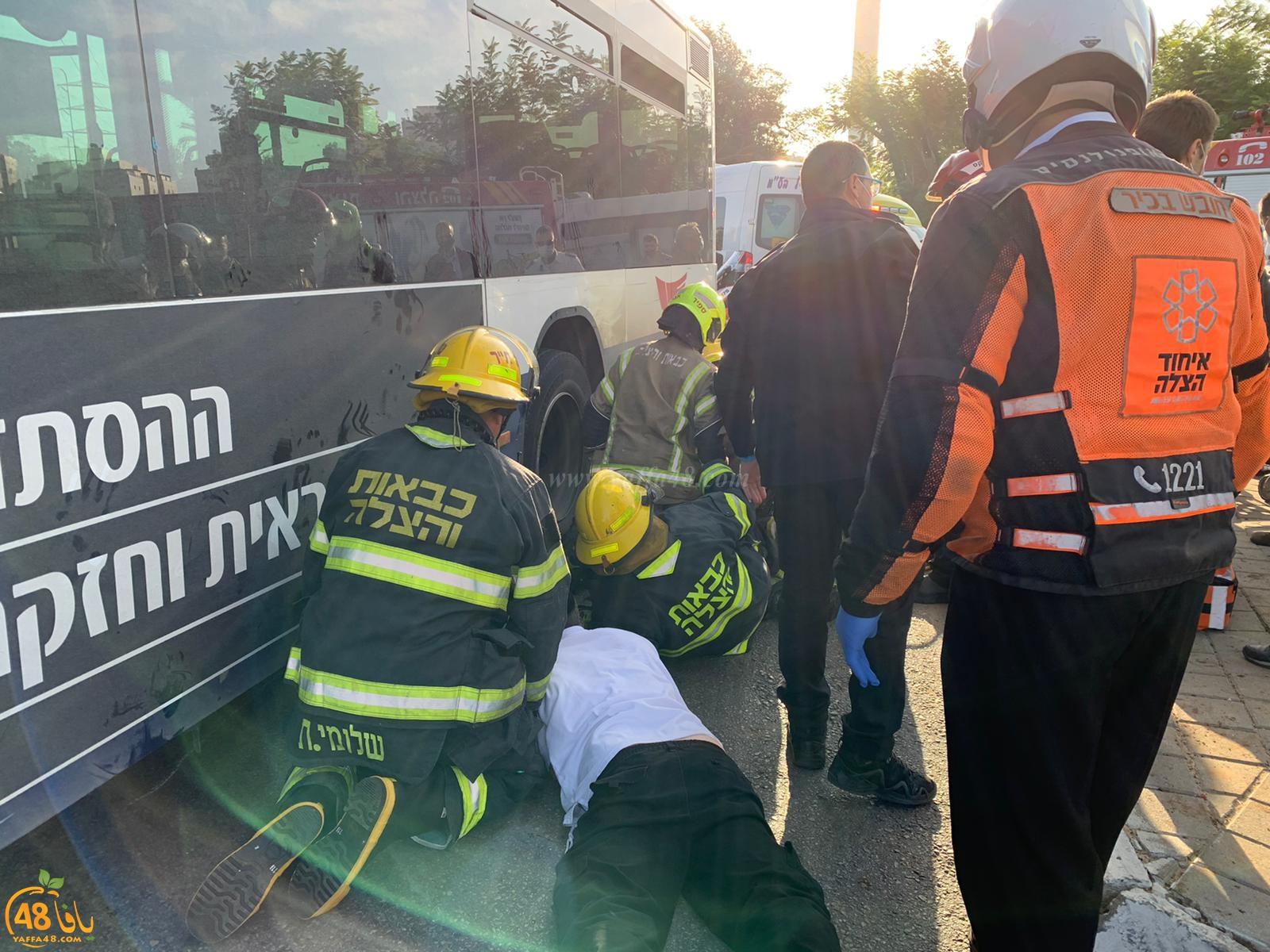 يافا: اصابة خطرة لراكبة دراجة علقت تحت عجلات حافلة اثر حادث طرق