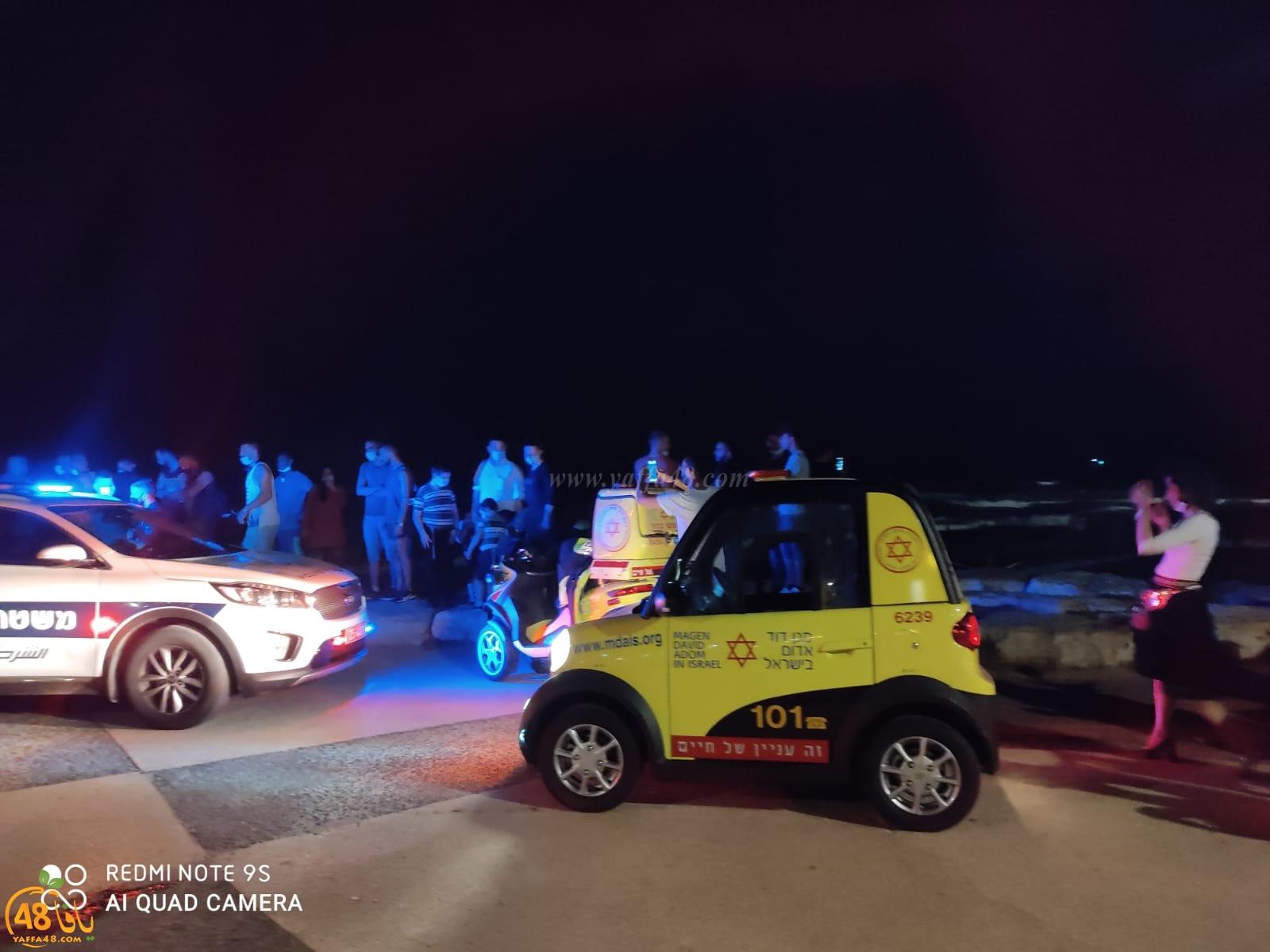 انتشال شابين غرقا على شاطئ البحر شمال مدينة يافا وحالتهما طفيفة
