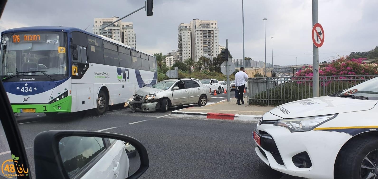 اصابة شخصين بحادث طرق بين مركبتين قرب الرملة