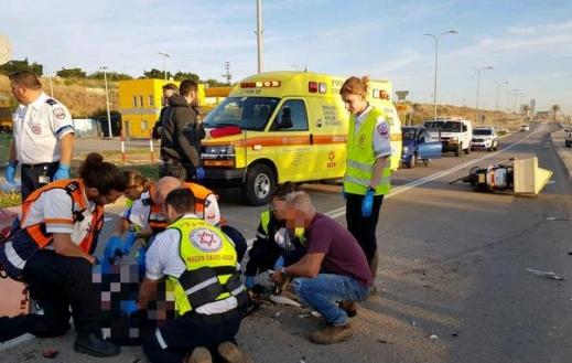 إصابة شخص بحادث طرق بين دراجة نارية وسيارة بريشون لتسيون