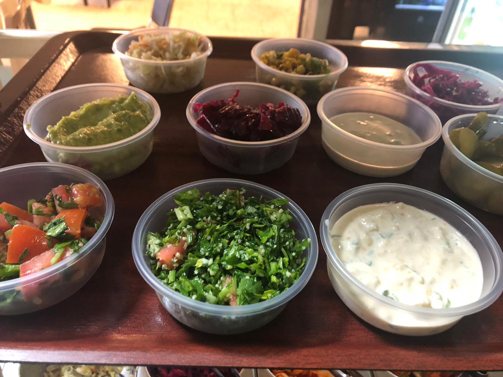 خدمة التوصيل للبيوت متوفرة الآن من مطعم أفلوكا للوجبات والمأكولات البحرية