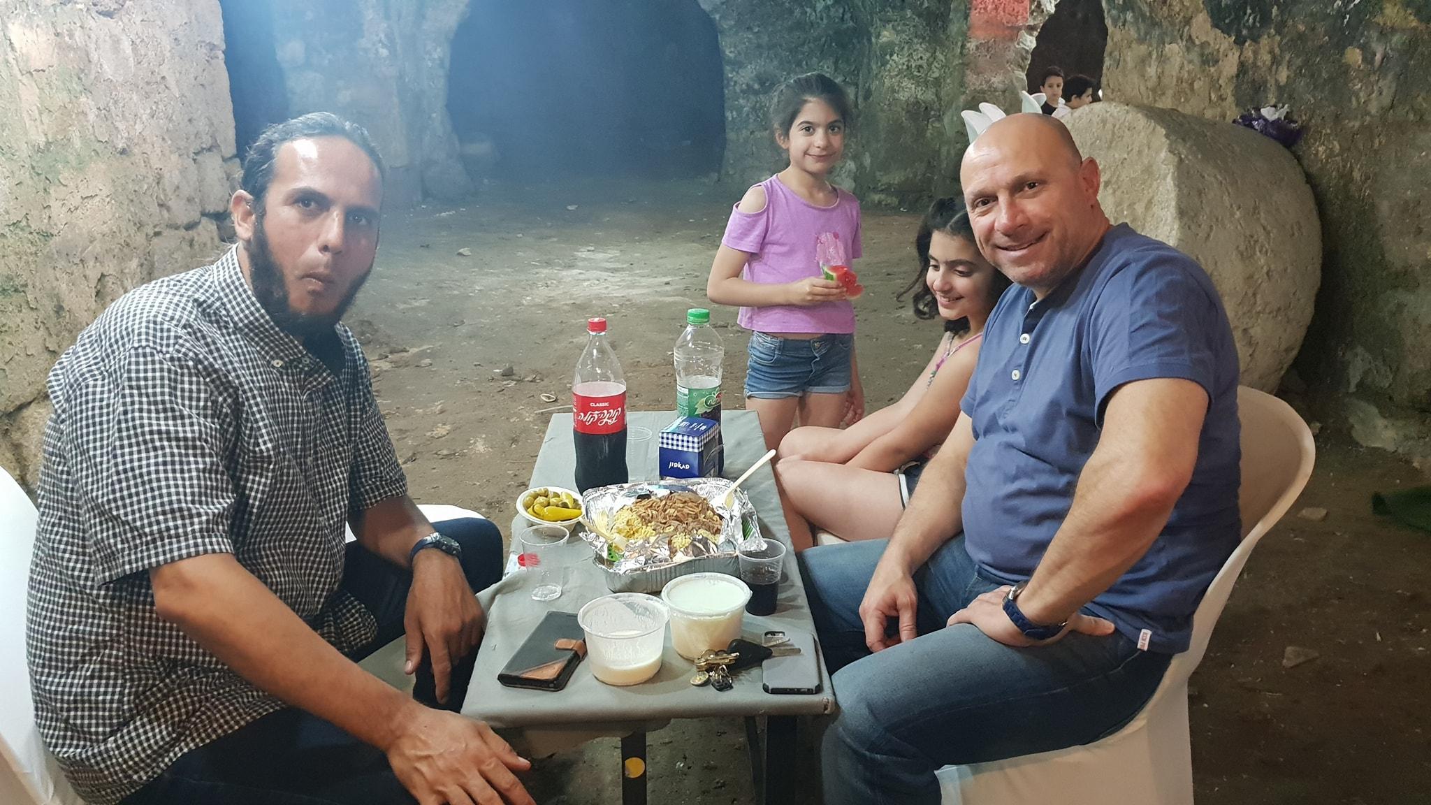 فيديو: افطار جماعي شبابي مميز في معالم اثرية بمدينة اللد