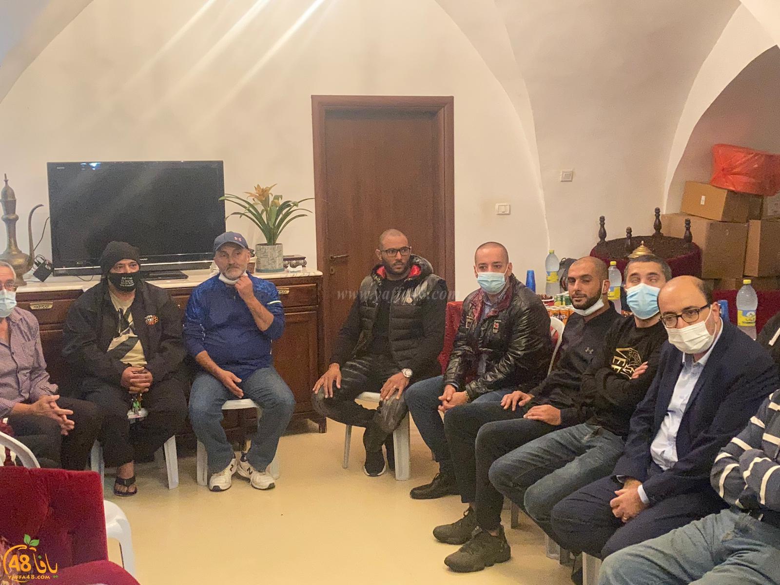 فيديو: بمشاركة واسعة - اجتماع هام لبحث محاولة تهجير أهالي مدينة يافا