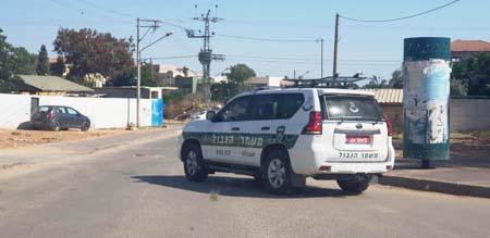 حواجز وتواجد مكثّف للشرطة.. استمرار الحملة الأمنيّة في حي الجواريش بالرملة