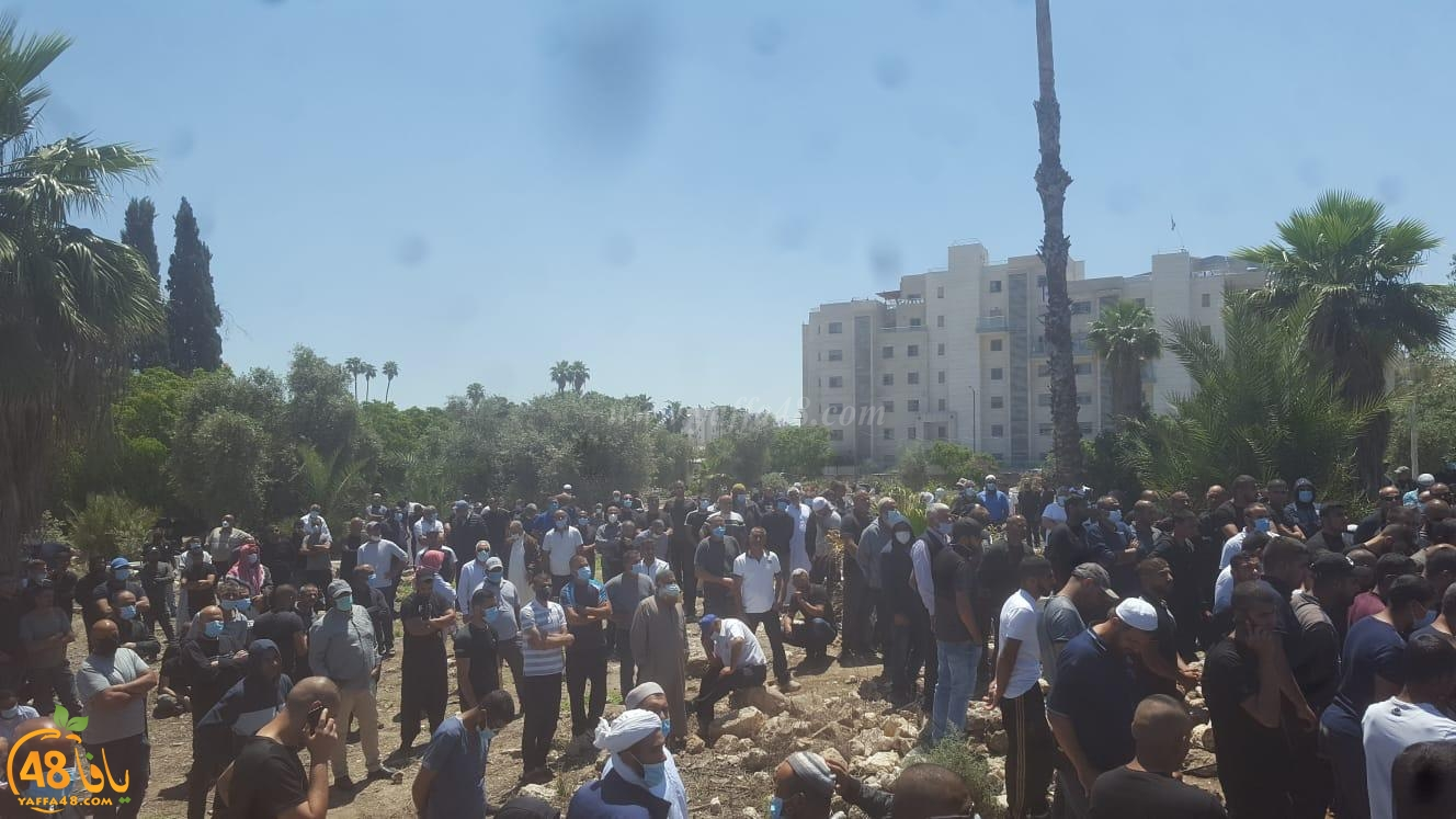 اللد: جمع من الأهالي في تشييع جثمان الشاب ابراهيم نصاصرة