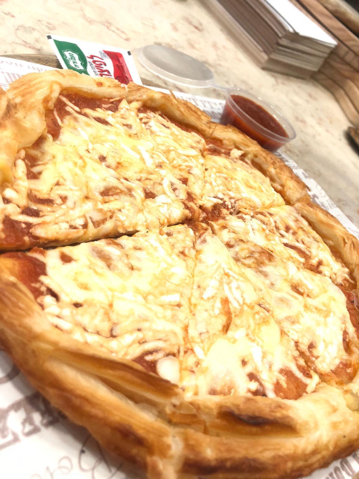 يوم البيتزا العالمي - تناولوا أشهى أنواع البيتزا فقط لدى بيتزا كالميرو