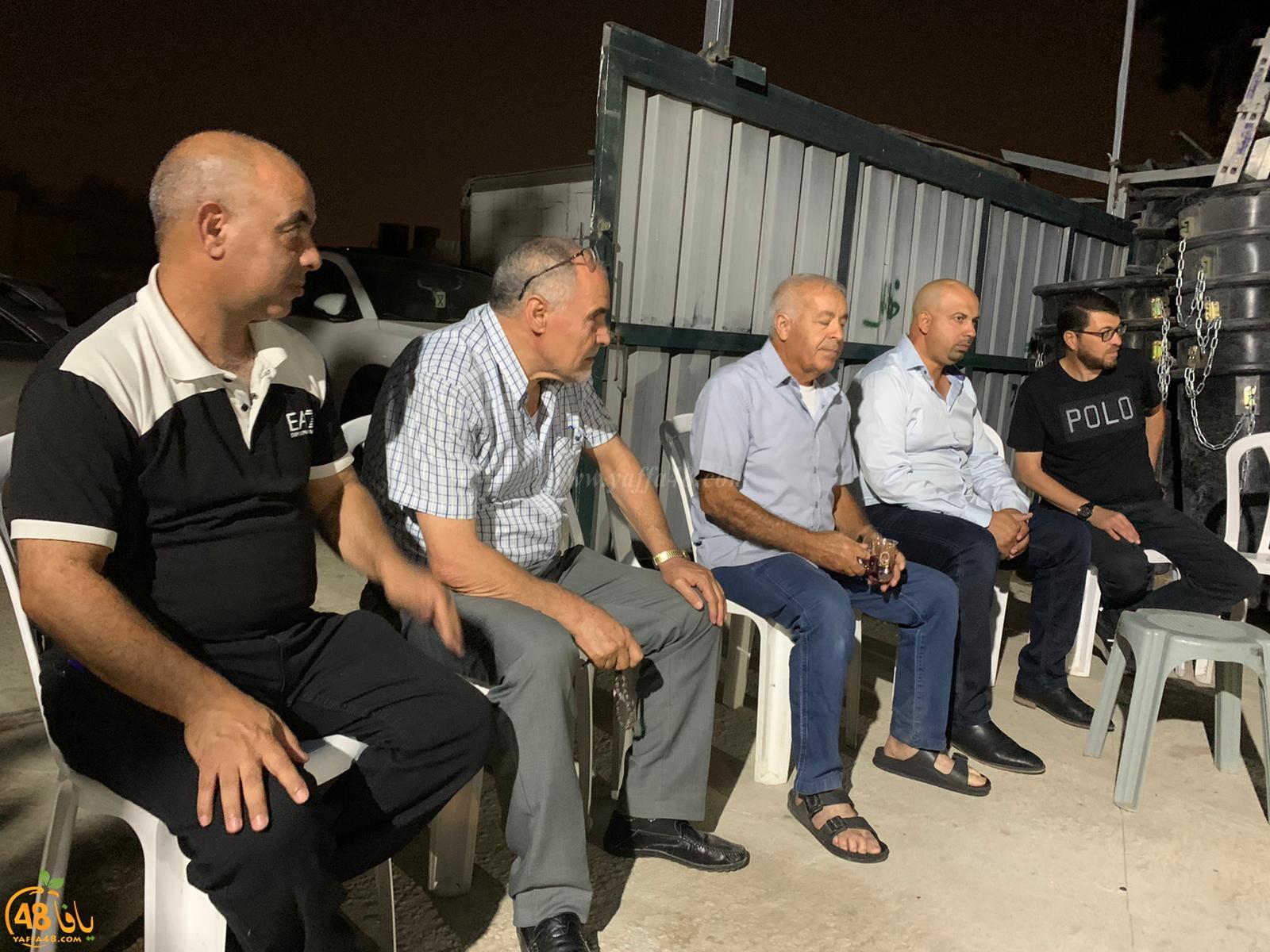 اللد : وفد اعضاء البلدية واللجنة الشعبية يزورون بيت العزاء لدى عائلة ابو شريقي