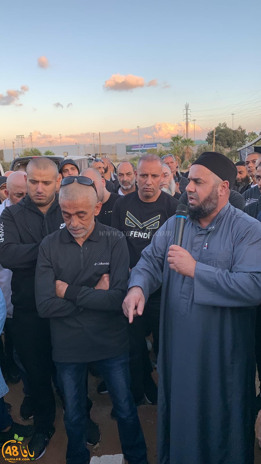 فيديو - بحزن وألم - جموع غفيرة من أهالي يافا يشيّعون جثمان الحاج محمود بكر