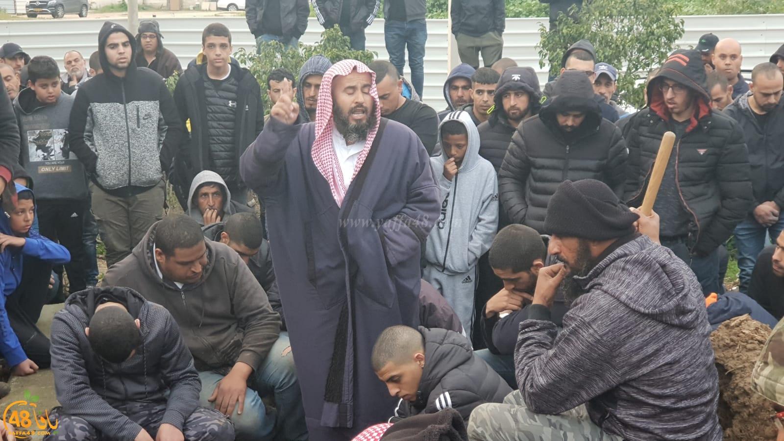 بالفيديو: جموع غفيرة من أهالي اللد تُشارك في تشييع جثمان الشاب ثابت الباز