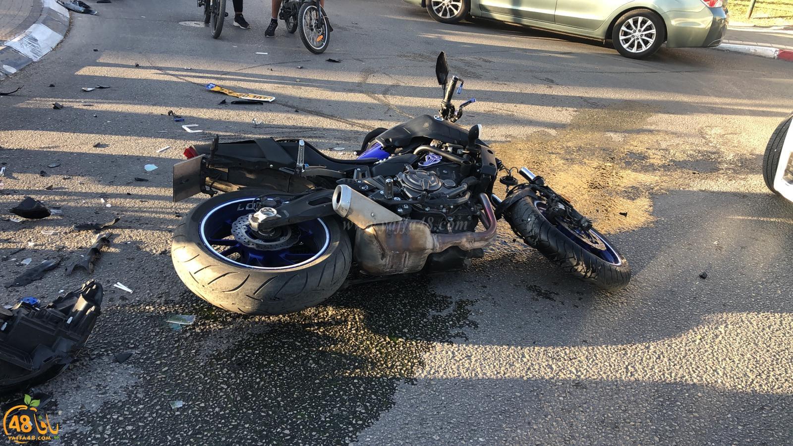 فيديو: اصابة متوسطة لراكب دراجة نارية بحادث طرق بيافا