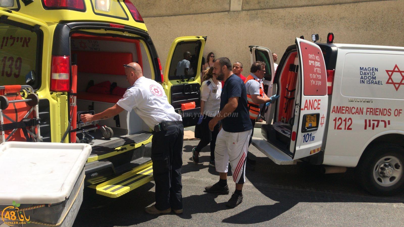 فيديو: بسبب كوابل كهربائية على الطريق - اصابة متوسطة لشاب من يافا بحادث طرق ذاتي
