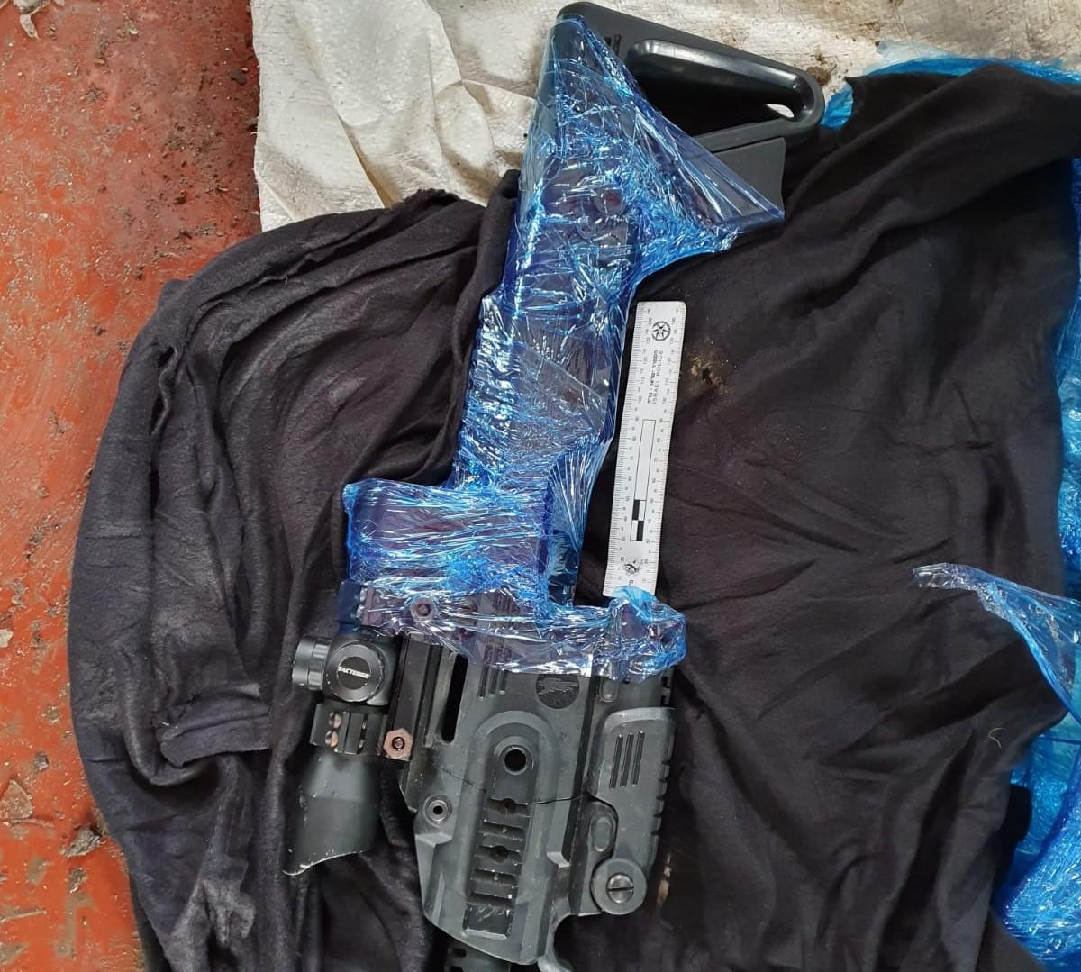 الشرطة: اعتقال 3 مشتبهين من يافا بعد ضبط قطع أسلحة وسموم
