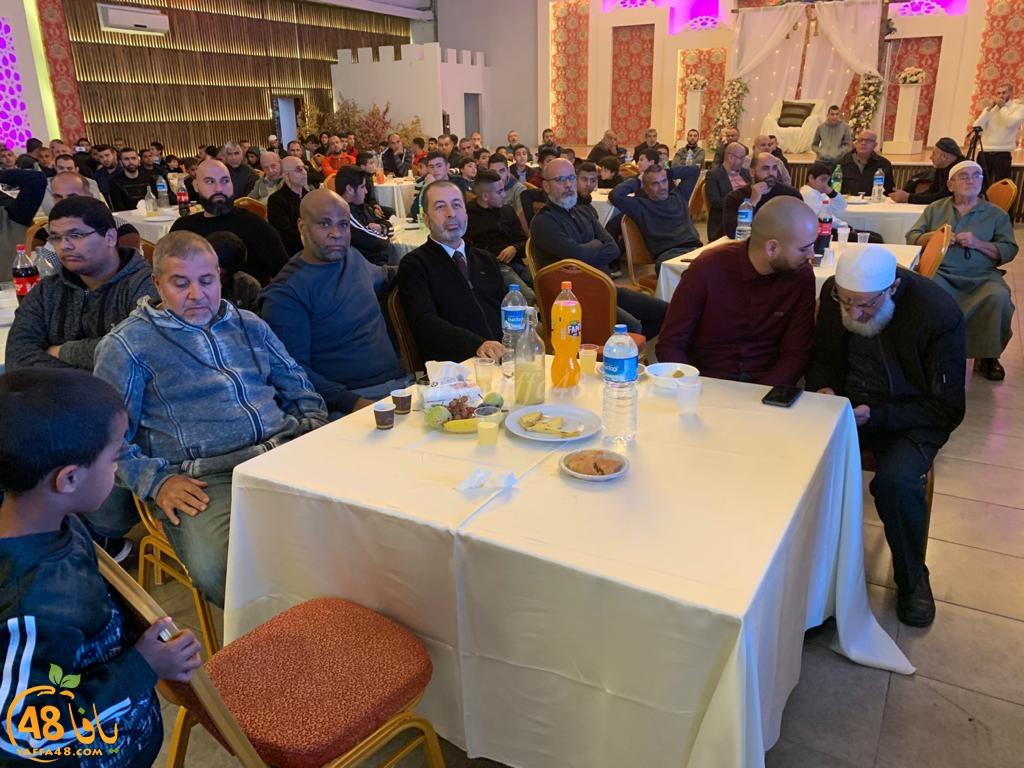 تكريم طلاب وطالبات من مدرسة تامر لتعليم القرآن بيافا خلال حفل في عارة المثلث