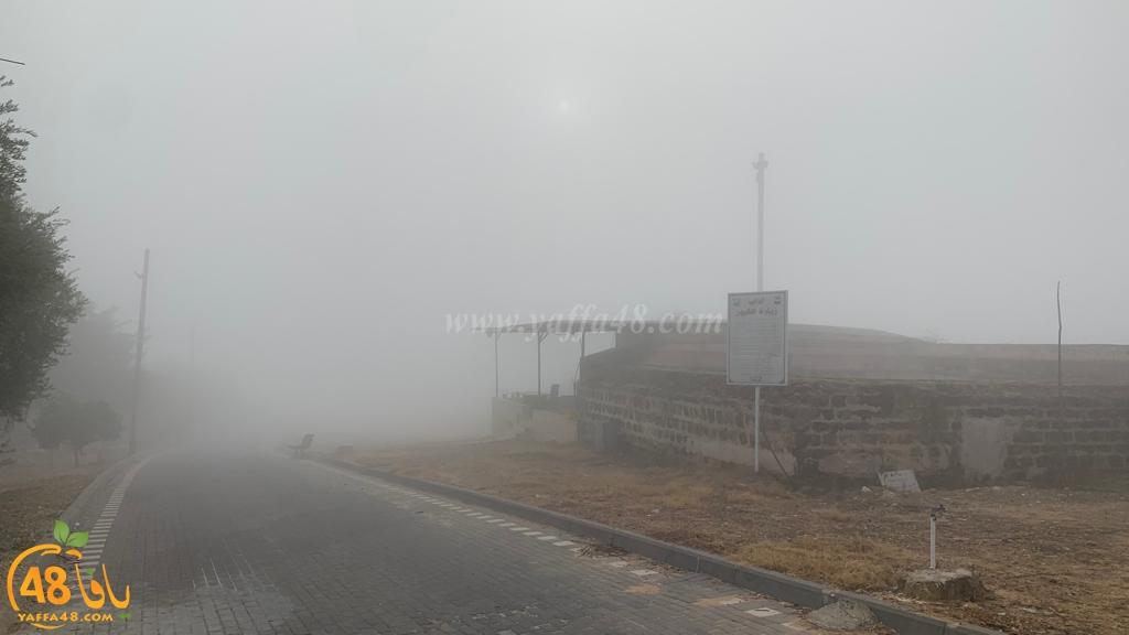 فيديو: ضباب كثيف في يافا اللد والرملة ودعوة السائقين لتوخي الحذر