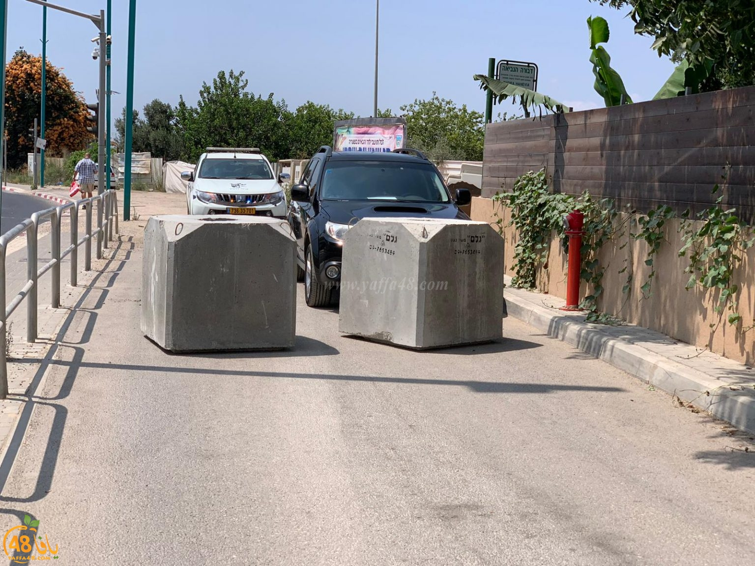 اللد : اغلاق مداخل حي س ح بالكتل الأسمنتية اثر تفشي الكورونا