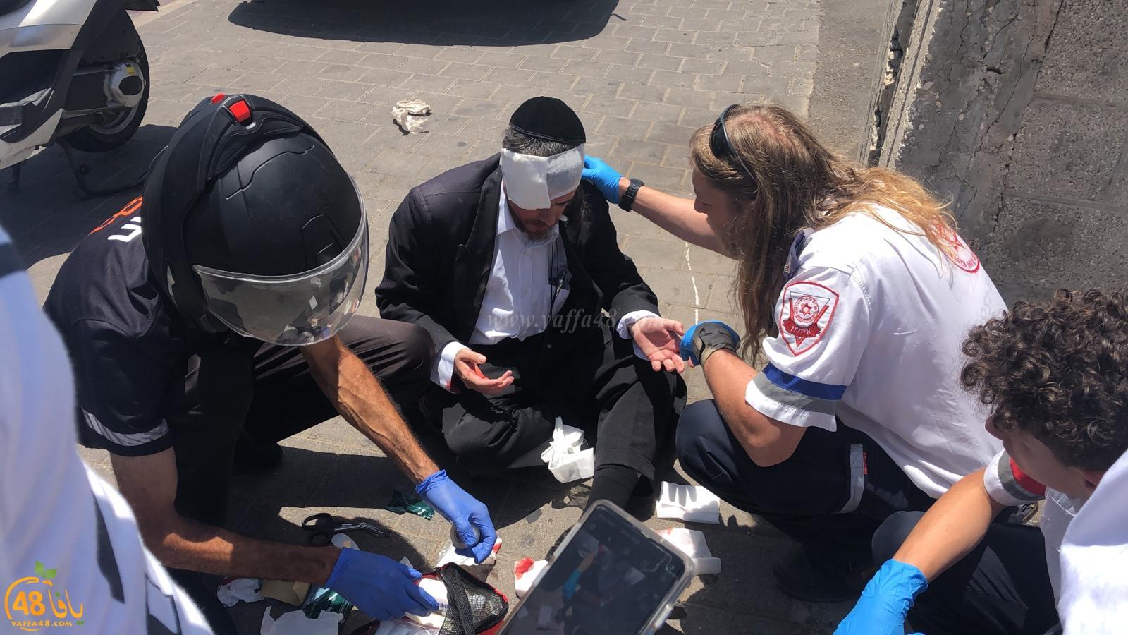 فيديو: إصابة متظاهر من الخارديم اثر اعتداء جندي عليه أمام المحكمة العسكرية بيافا