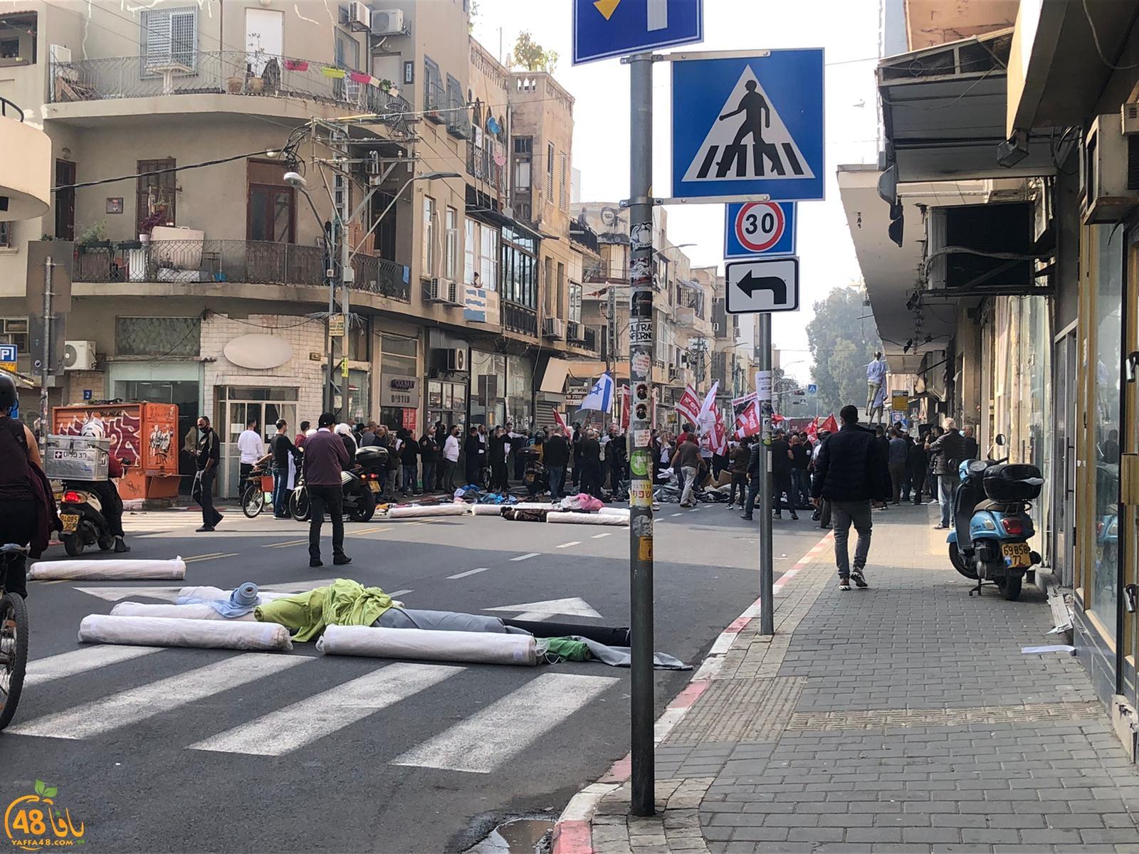 فيديو: تظاهرة غاضبة لأصحاب المحلات التجارية في يافا رفضاً للاغلاق
