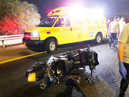 إصابة خطيرة لسائق دراجة نارية بحادث مروع بمركز البلاد