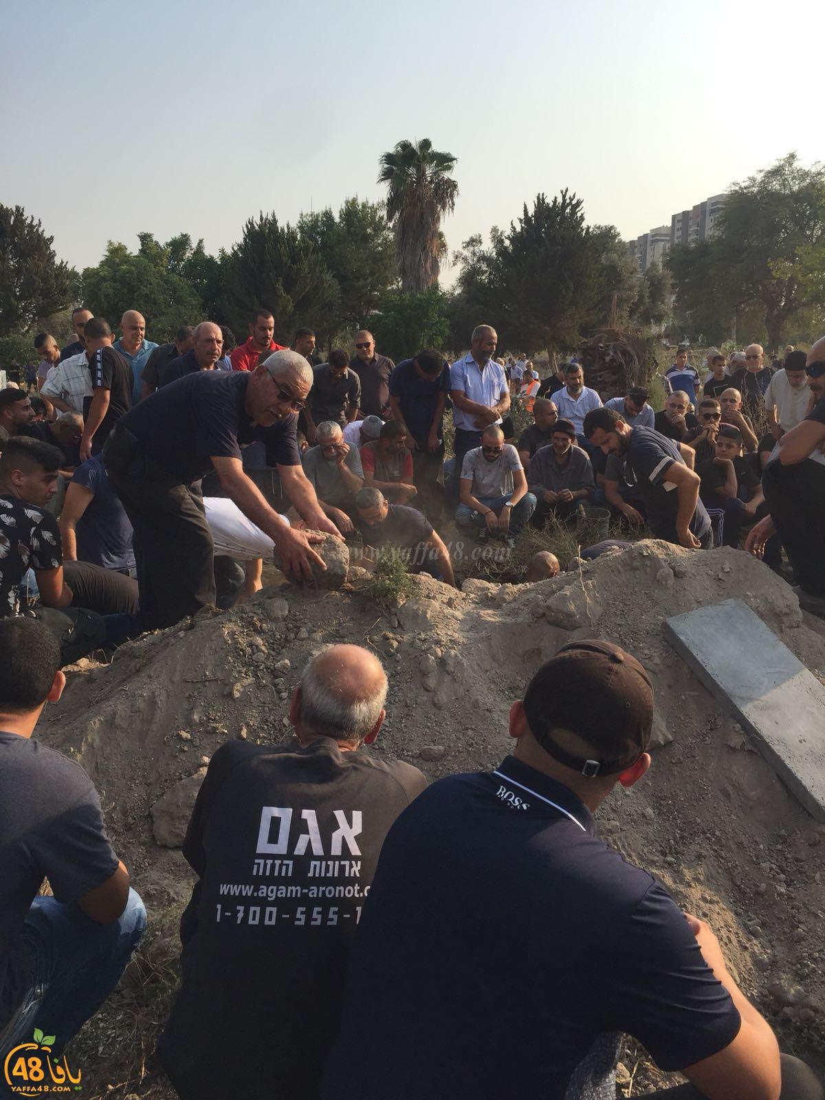 في حالة حزن شديد :الرملة تشيع جثمان الشابة  ندين عطا الله الوهباني