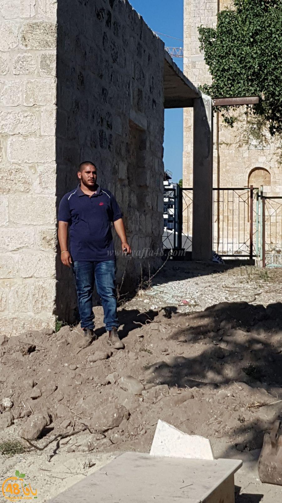 بالصور: شباب آل أبو صويص وآل الشمالي في حملة لتنظيف مقبرة النبي صالح بالرملة