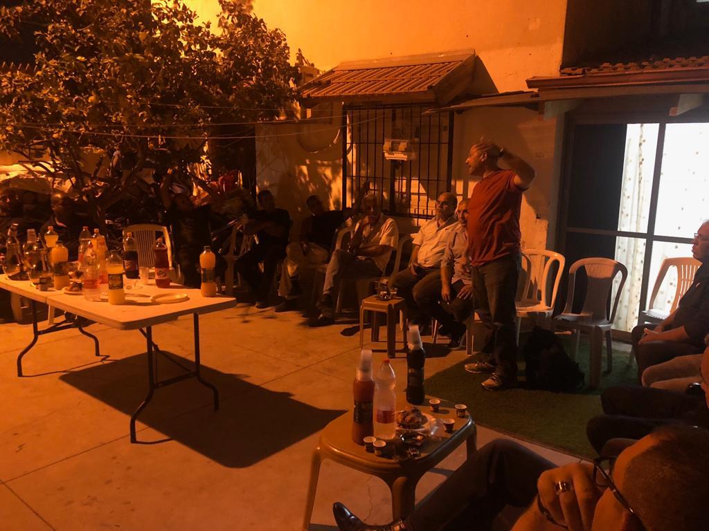 صور: القائمة العربية المشتركة في الرملة تعقد لقاءً مع الأهالي في حي اجاش بالمدينة