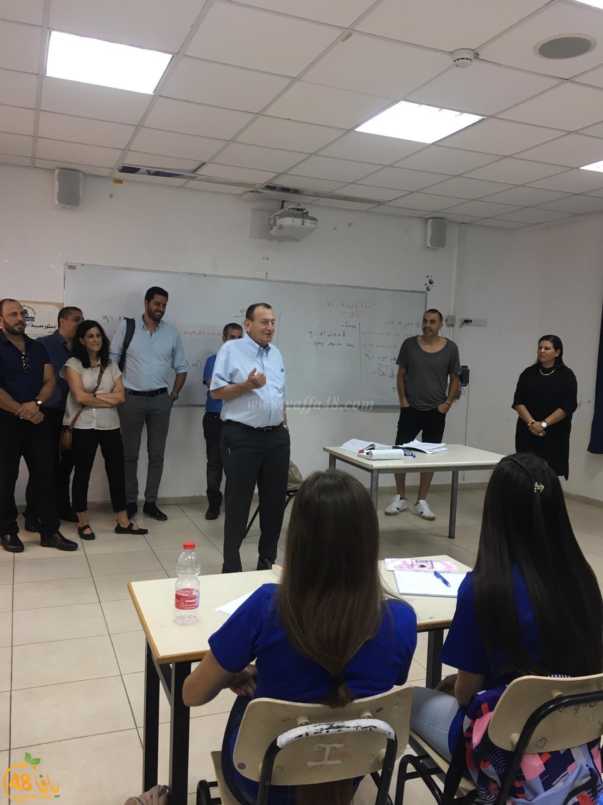 بالصور: وفد من البلدية في زيارة لمدارس مدينة يافا