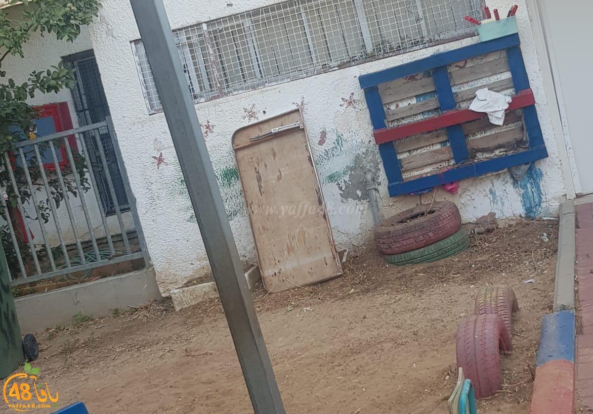 اللد: أولياء أمور الأطفال بحضانة الريم في اللد يشتكون من اهمال البلدية