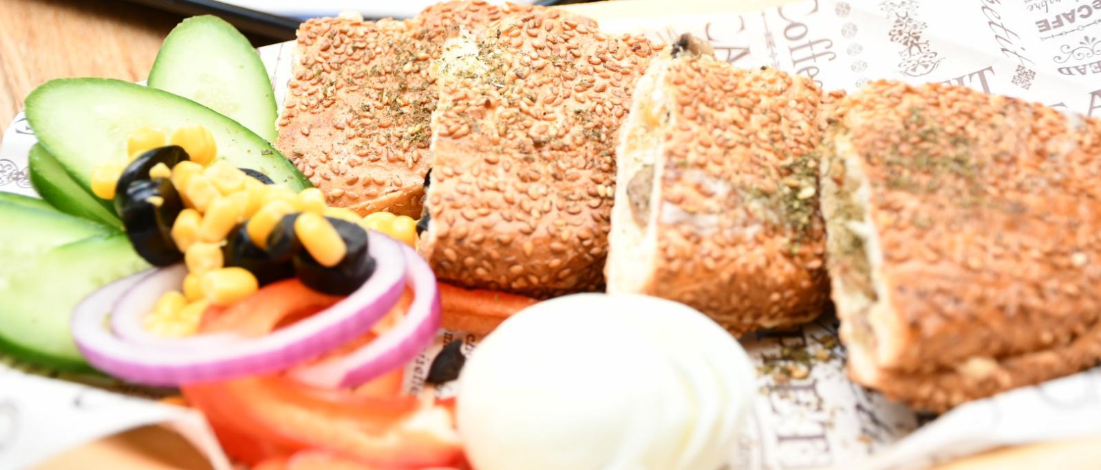 ستار توست بيافا - 4 ساندويشات توست مع كولا وسلطات فقط بـ 116 شيكل