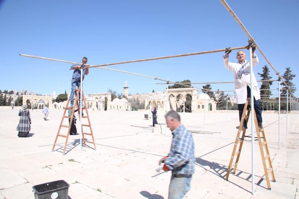 استعدادا لشهر رمضان: نصب مظلات في الأقصى