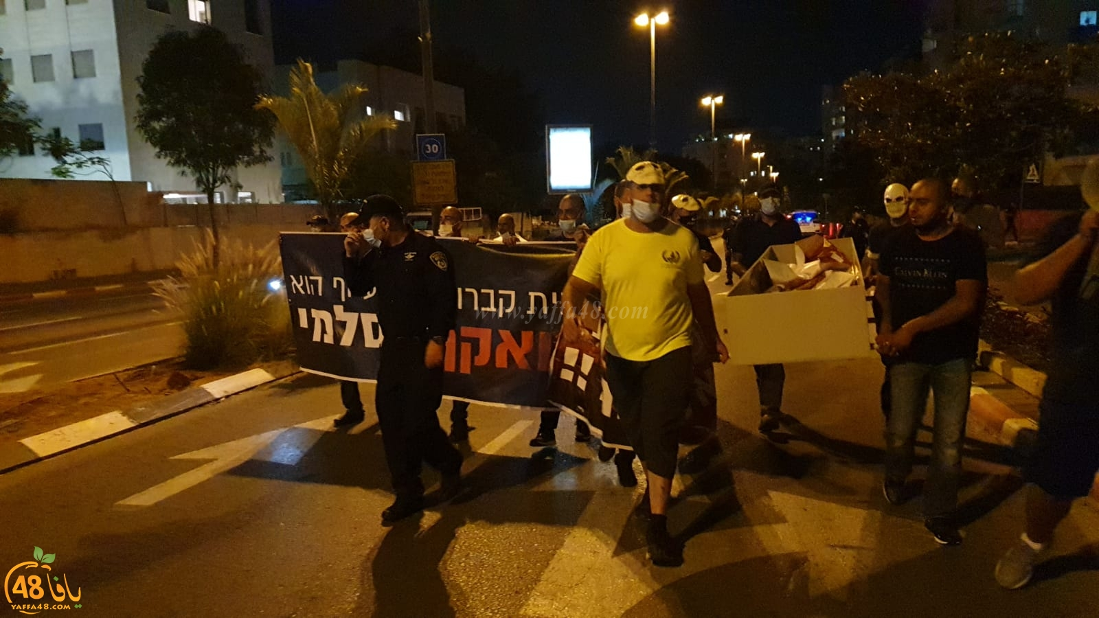 فيديو: للمرة الثانية - وقفة احتجاجية غاضبة أمام منزل رئيس البلدية