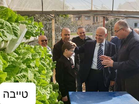 مدير عام وزارة المعارف يتفقد مزارع تعليمية في اللد والطيبة