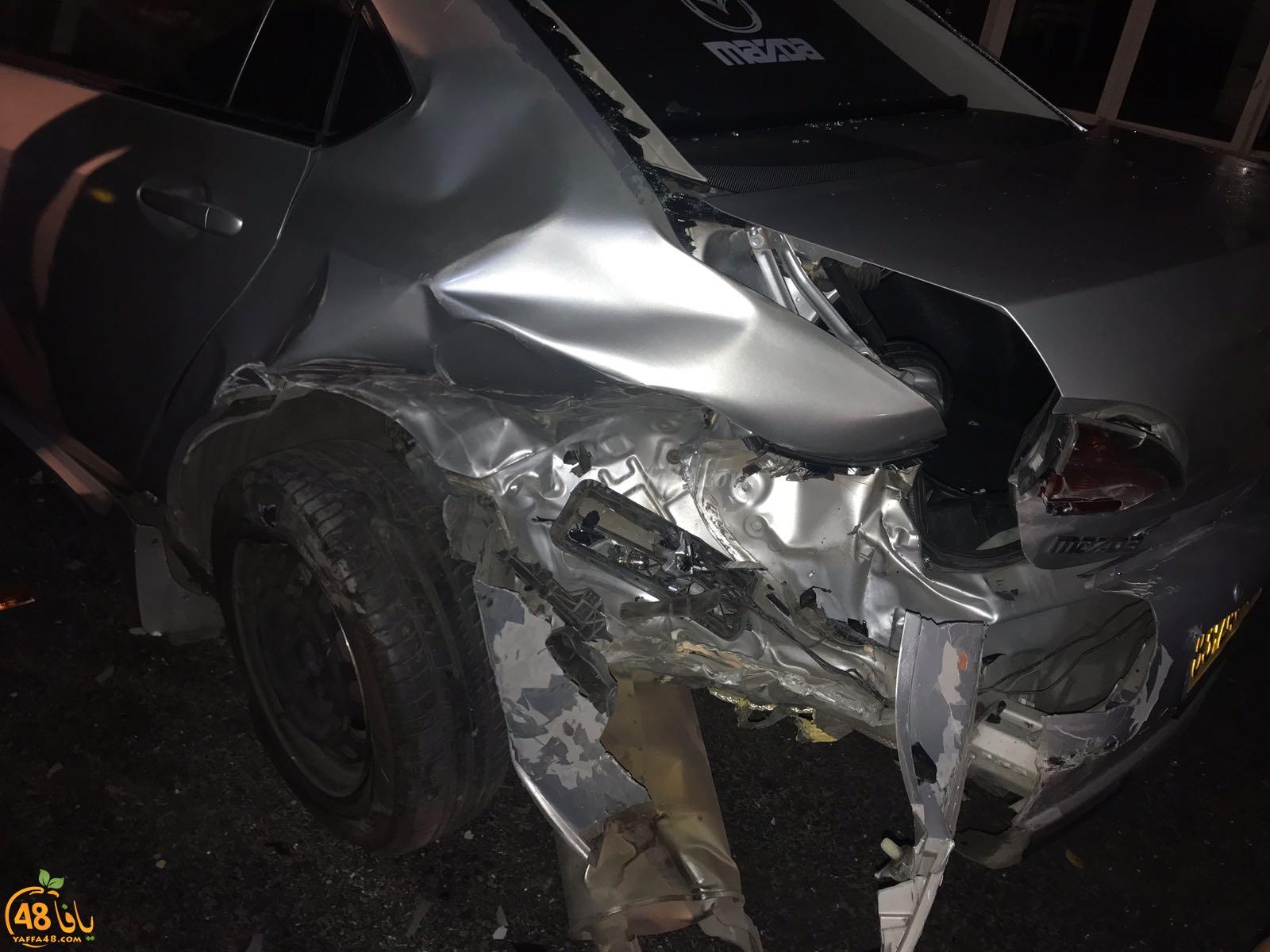 بالصور: حادث طرق بين مركبتين في يافا دون وقوع اصابات