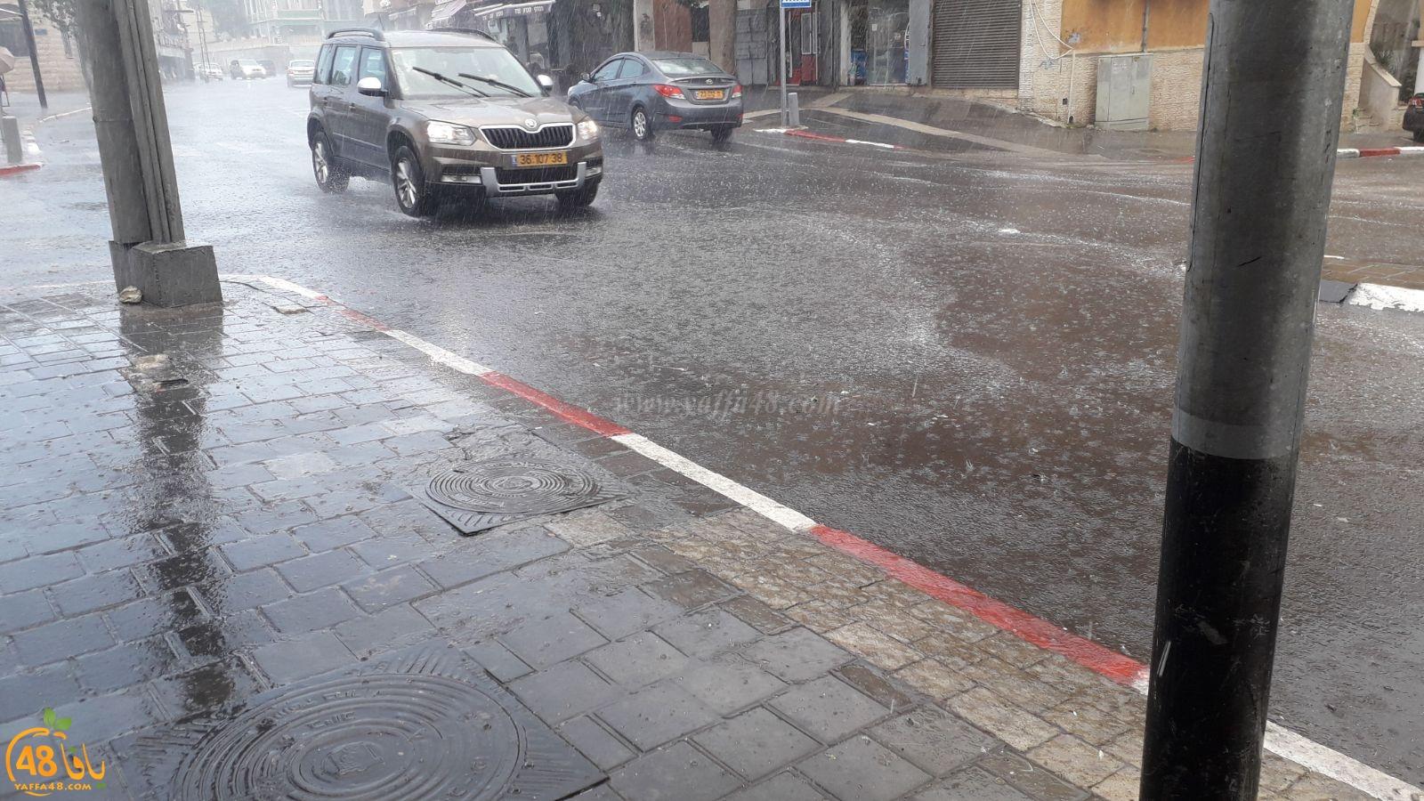 بالفيديو: أمطار غزيرة تهطل على مدينة يافا صباح اليوم