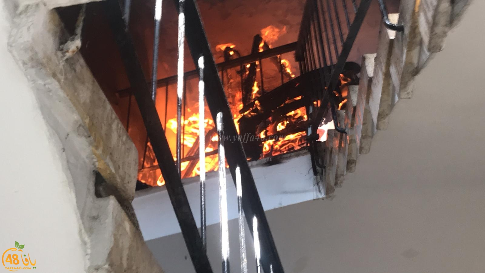بالفيديو: حريق على سطح احد المباني بيافا دون وقوع اصابات