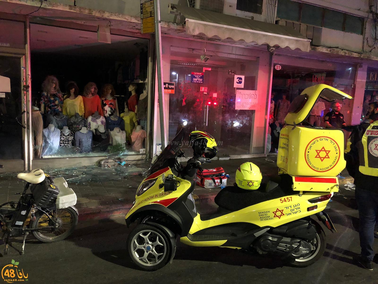 منتصف الليلة - اصابة خطرة لشاب اثر تحطّم نافذة زجاجية بيافا