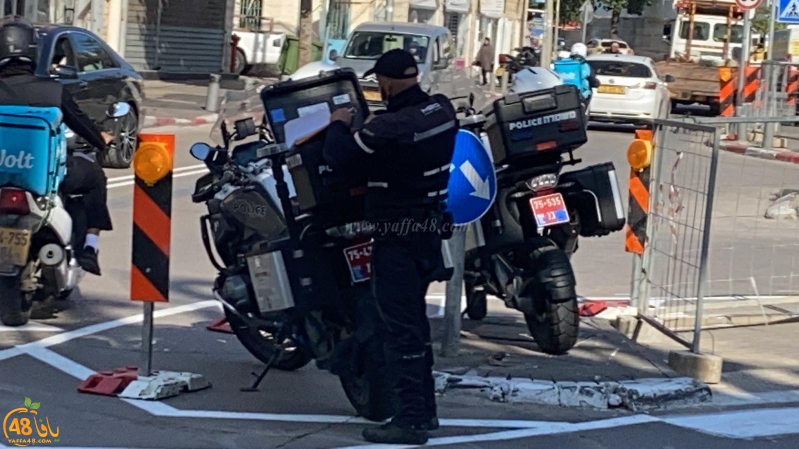 انتشار مكثّف لشرطة السير في شوارع يافا وحملة تحرير مخالفات