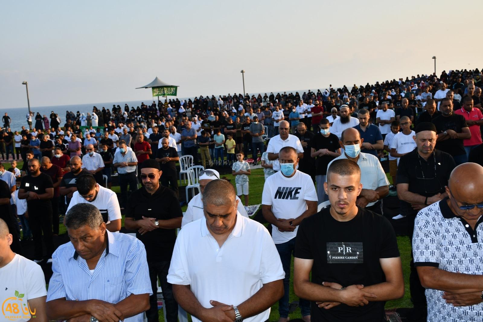 فيديو: أهالي يافا يؤدون صلاة عيد الأضحى المبارك في متنزه العجمي