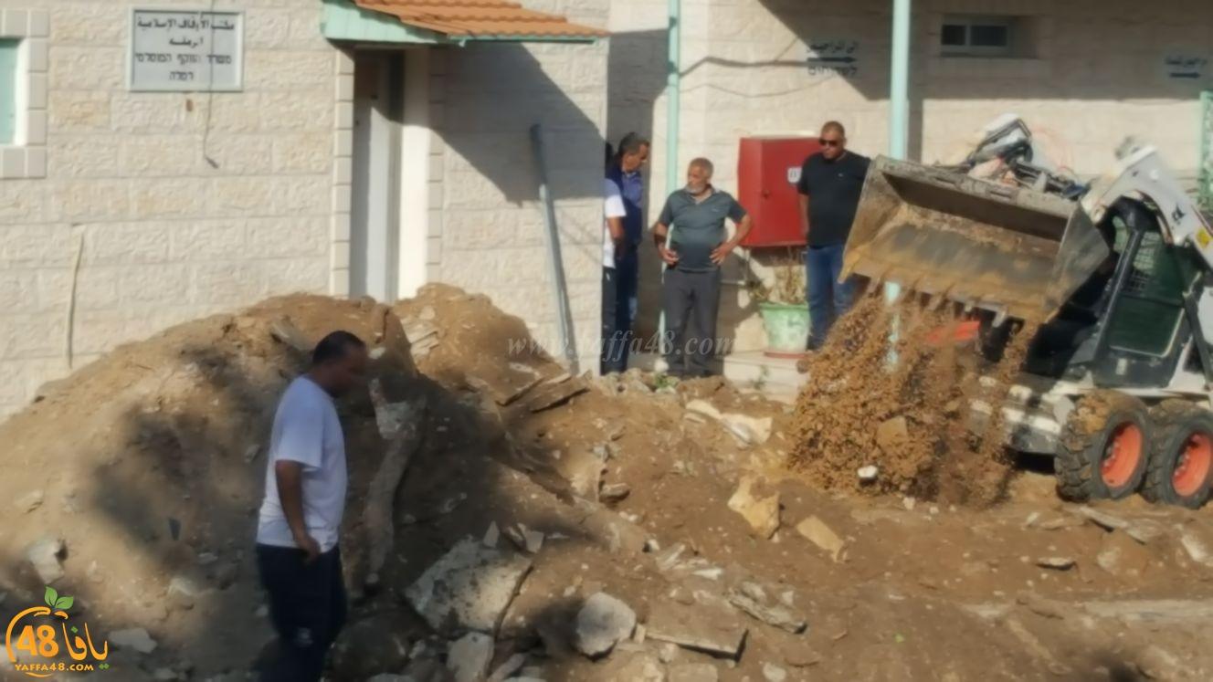 بالفيديو: بدء العمل في ترميم ساحة المسجد العمري الكبير في الرملة