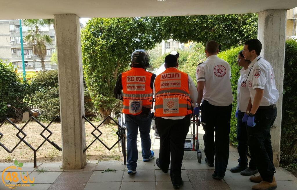 صور: اصابة خطرة لشخص سقط عن علو بورشة عمل في اللد