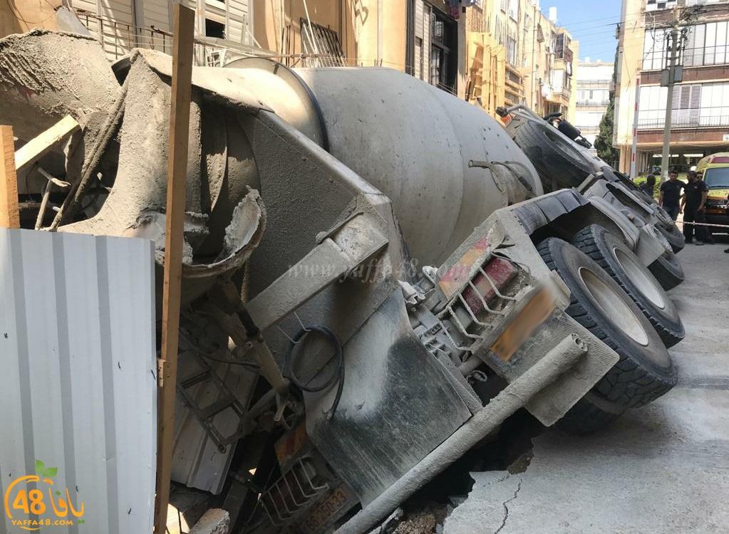 اصابة طفيفة لسائق بانقلاب شاحنة في بات يام جنوب يافا