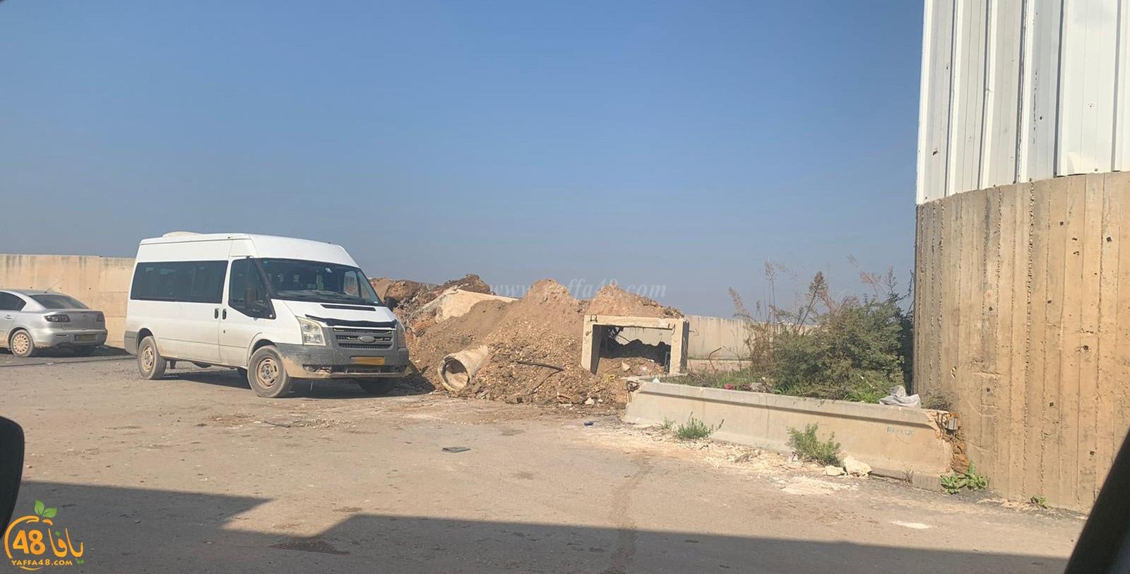 اللد: على خلفية تجدد اطلاق النار - اغلاق مدخل حي شنير بالكتل الاسمنتية