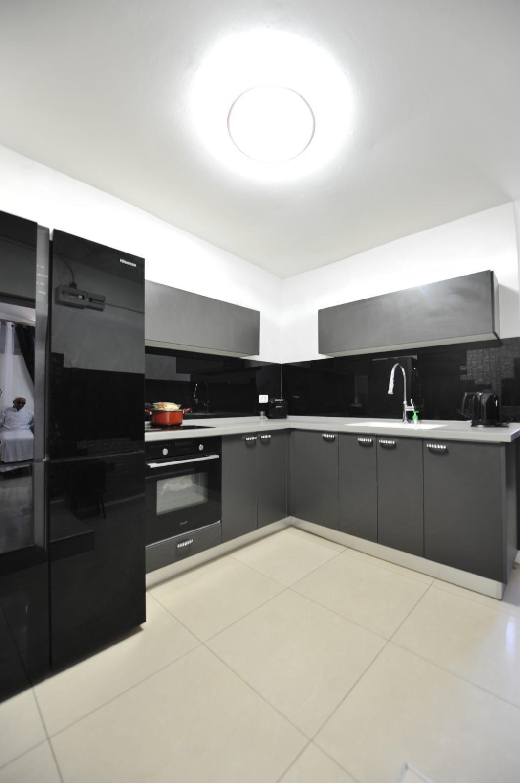 يشمل وحدتين سكنيتين - بيت للبيع في مدينة يافا