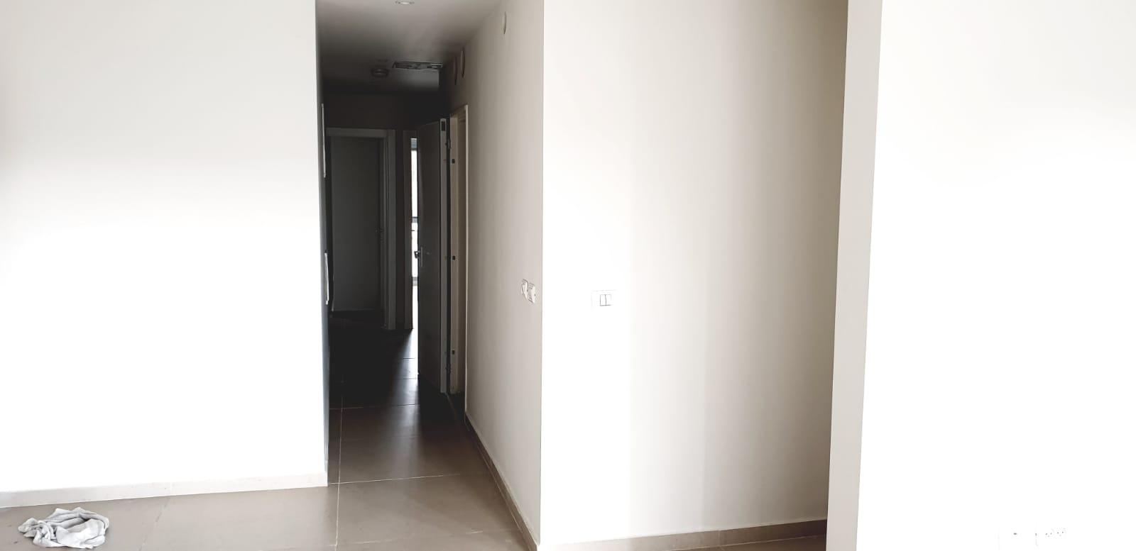 فيديو: بيت 3 غرف وصالون بمساحة 128 متراً للبيع في حي العجمي بيافا