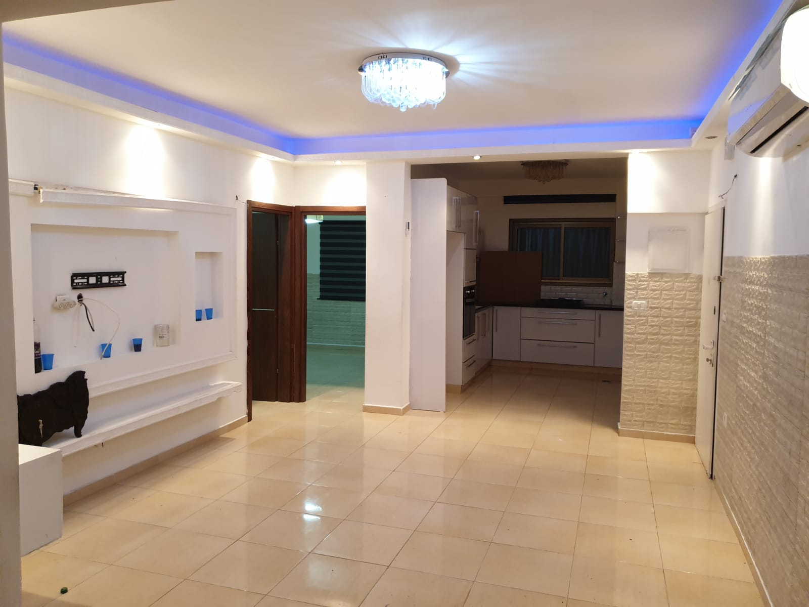 شقة للايجار في مدينة يافا تتكون من غرفتين وصالون كبير