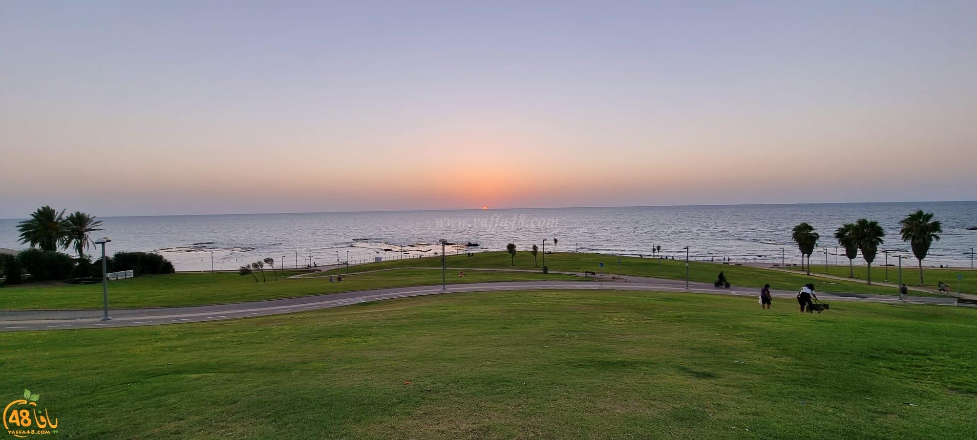 مشاهد ساحرة لغروب الشمس من أمام شاطئ يافا